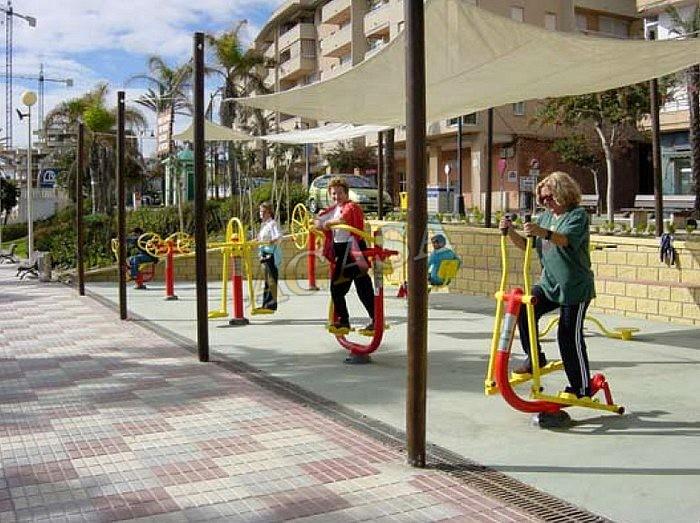 Mesas picnic columpios y accesorios mobiliario urbano y - Mobiliario de gimnasio ...